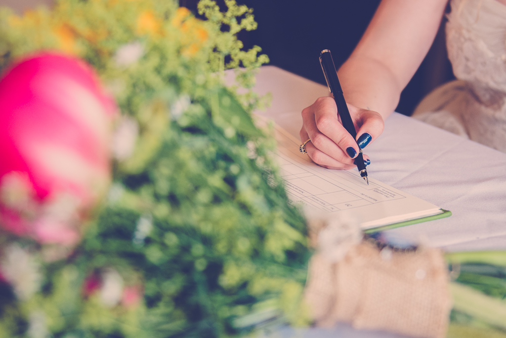 signing-the-wedding-register