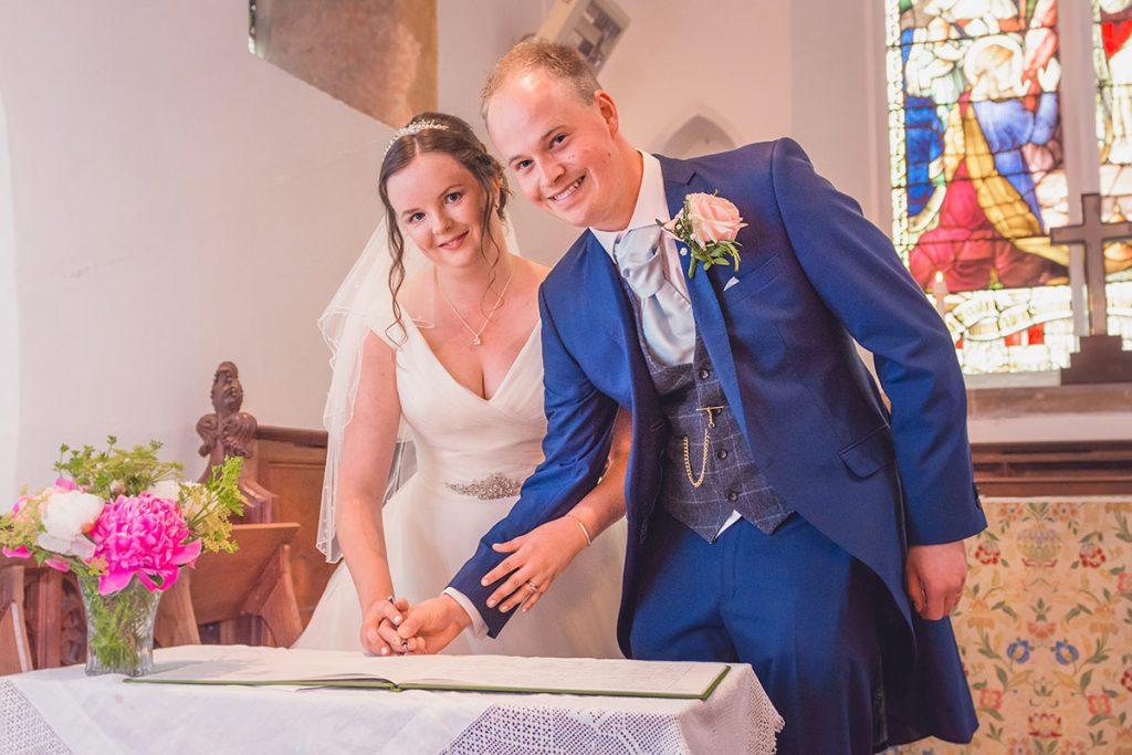 sign-the-wedding-register